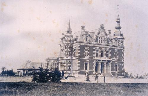 Het kasteel van Brustem en de nog jonge beplanting van het park in 1902-1903 (Uit Annuaire des châteaux de Belgique 1902-1903)