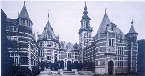 Het vernieuwde kasteel van Ordeningen (uit M. MONMARGE, Toute la Belgique, 1830-1930, Brussel, s.d.)