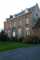 Pastorie van de Sint-Jan-de-Doperparochie met tuin