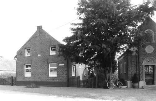 Maasmechelen Steenakkerstraat 131 en kapel