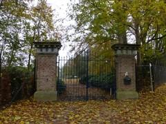 Toegangshek naar het kasteel van Kerkom. (https://id.erfgoed.net/afbeeldingen/259093)
