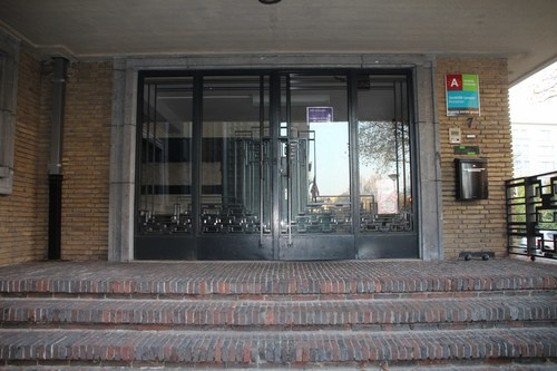 Pestalozzistraat 5-7, ingang eerste graad deur