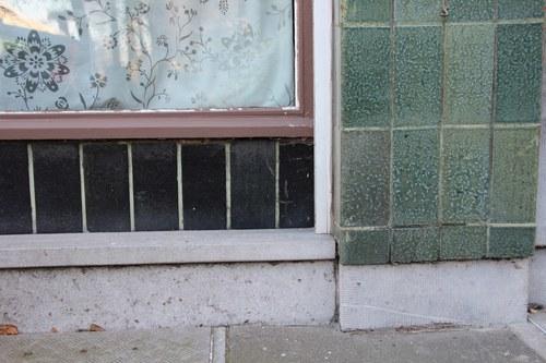 Volhardingstraat 11 en Alfred Coolsstraat 31, hoekwinkel detail