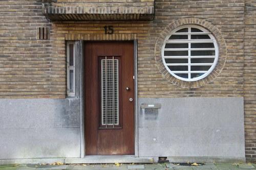 Tentoonstellingslaan 15, voordeur en patrijspoort