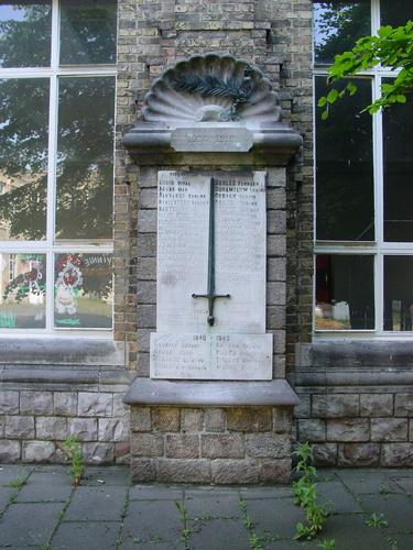 Ieper: Minneplein: gedenkplaat De Mote