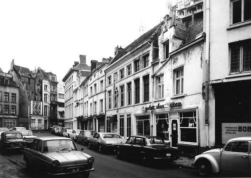 Antwerpen Lijnwaadmarkt 4-18 - vooraan rechts