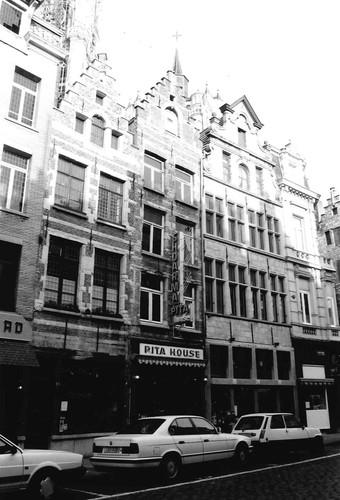 Antwerpen Oude Koornkmarkt 15-17-19