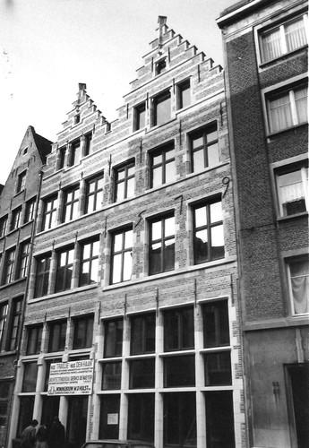 Antwerpen Vlasmarkt 21 (links)-23 (rechts)