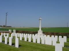 Wijtschate: Cabin Hill Cemetery: Cross of Sacrifice (https://id.erfgoed.net/afbeeldingen/2618)
