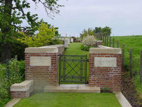 Wijtschate: R.E. Farm Cemetery: toegang