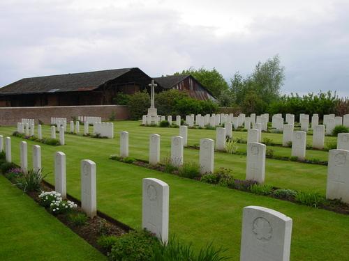 Wijtschate: R.E. Farm Cemetery: Cross of Sacrifice