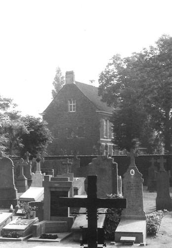 Gent Mariakerkeplein 1 zicht vanop kerkhof