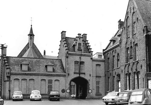 Oudenaarde Sint Walburgastraat 9 poortgebouw proosthuis