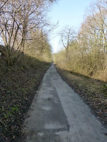 Borgloon, Kerniel, fietspad op voormalige spoorweg tussen abdij van Kolen en Borgloon.