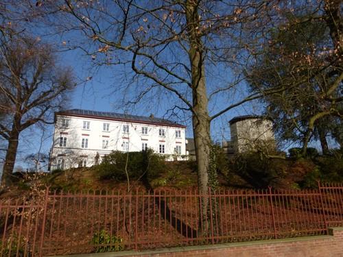 Tongeren, Tongeren, Burcht van Mulken en 18de eeuwse gebouwen.