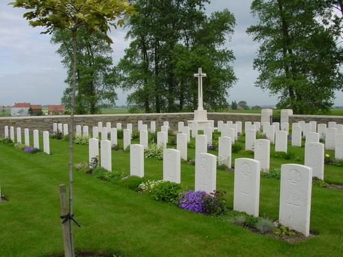 Wijtschate: Torreken Farm Cemetery: Cross of Sacrifice