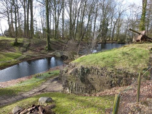 Bunker ingebouwd in de mijnkrater bij het Hooge in Ieper