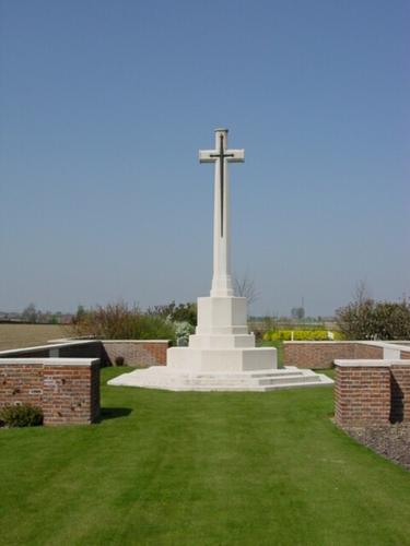 Wijtschate: Derry House Cemetery: Cross of Sacrifice