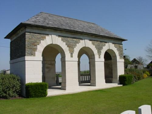 Wijtschate: Oosttaverne Wood Cemetery: toegang