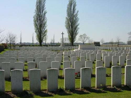 Wijtschate: Oosttaverne Wood Cemetery: overzicht