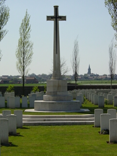 Wijtschate: Oosttaverne Wood Cemetery: Cross of Sacrifice