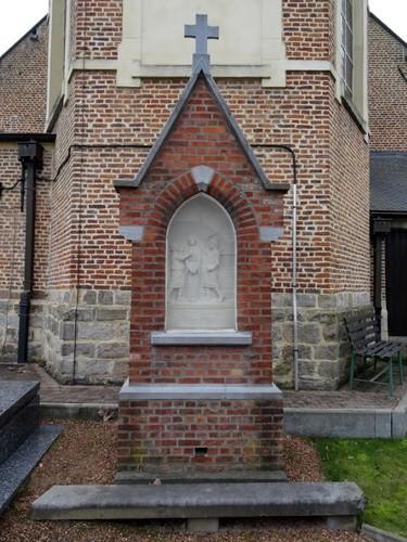 Dentergem Kerkplein zonder nummer Heilige Apolloniakapel aan de oostzijde van de Heilige Martinuskerk, de Heilige Apollonia wordt gemarteld