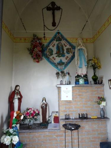 Dentergem Kruisstraat zonder nummer Interieur van de Onze-Lieve-Vrouw van Lourdeskapel