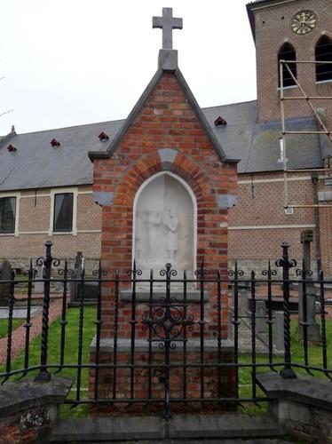 Dentergem Kerkplein zonder nummer Heilige Apolloniakapel aan de noordzijde van de Heilige Martinuskerk, de Heilige Apollonia weigert de afgoden te vereren