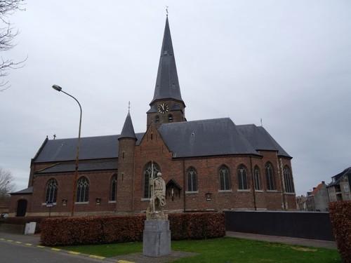 Zulte Gaston Martensplein zonder nummer Zuidoostzijde van de Sint-Petrus en Pauluskerk