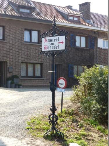 Beersel Lotsestraat zonder nummer Wegwijzer