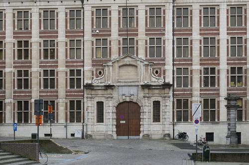 Leuven Oude Markt  28 Ingangsdeur