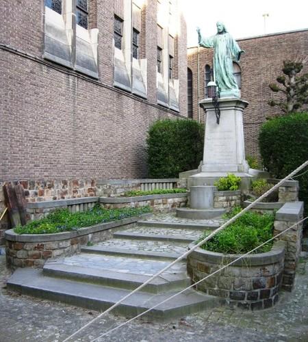 Antwerpen Van Schoonbekestraat 155 Heilg Hartbeeld
