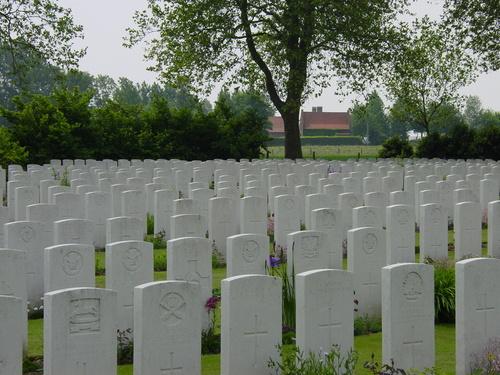 Wulvergem: Wulverghem Lindenhoek Road Mil Cy: grafstenen