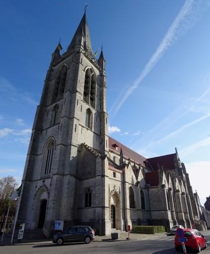 Ronse Kaatsspelplein zonder nummer Zuidwestzijde van de Sint-Hermeskerk