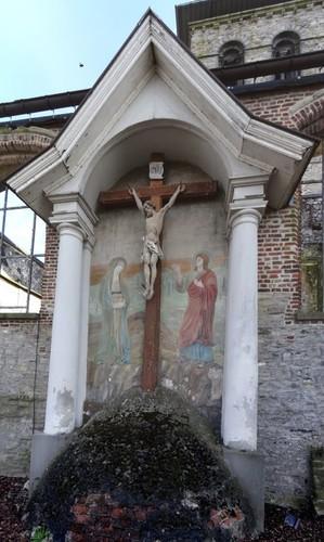 Anzegem Dorpsplein zonder nummer Calvariekruis de parochiekerk Sint-Jan-Baptist en Eligius