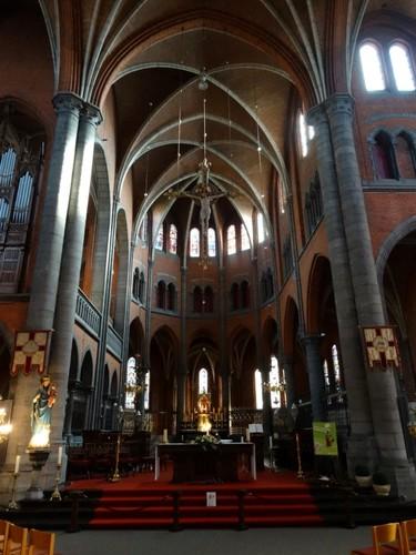 Ronse Kerkplein zonder nummer Altaar in de Sint-Martinuskerk