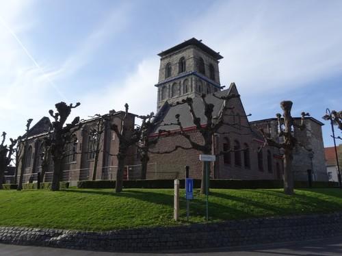 Anzegem Dorpsplein zonder nummer Zuidwestzijde van de parochiekerk Sint-Jan-Baptist en Eligius