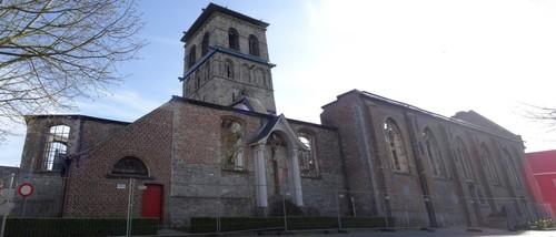 Anzegem Dorpsplein zonder nummer Noordoostzijde van de parochiekerk Sint-Jan-Baptist en Eligius