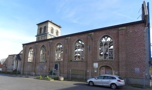 Anzegem Dorpsplein zonder nummer Noordwestzijde van de parochiekerk Sint-Jan-Baptist en Eligius