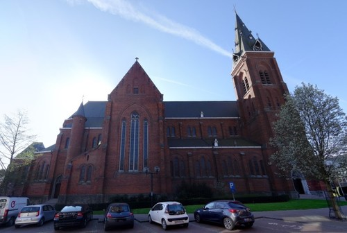 Ronse Kerkplein zonder nummer Noordzijde van de Sint-Martinuskerk