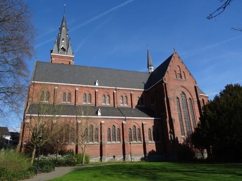 Ronse Kerkplein zonder nummer Zuidzijde van de Sint-Martinuskerk