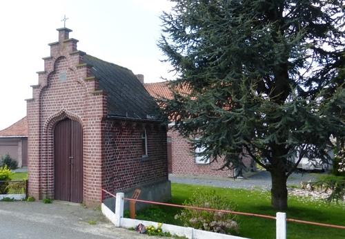 Wederopbouwhoeve met kapel van 1910