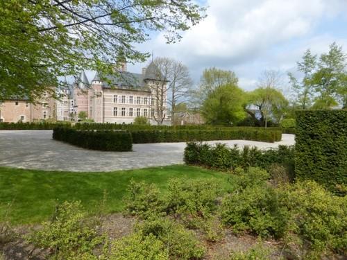 Recente aanleg rond het kasteel van Ordingen.
