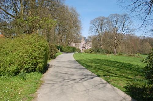 Sint-Pieters-Leeuw, Domein Groenenberg, oprijlaan naar het kasteel