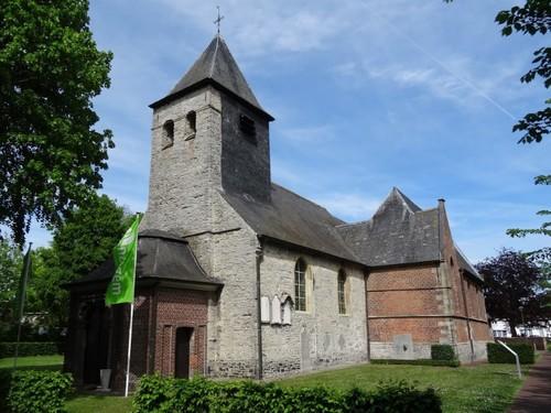 Anzegem Kerkdreef 1 Zuidwestzijde van de parochiekerk Sint-Stephanus en Sint-Theodoricus