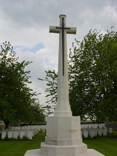 Nieuwkerke: Kandahar Farm Cemetery: Cross of Sacrifice