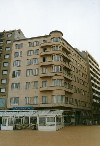 Oostende, Ijzerstraat 33, Albert I-Promenade 62
