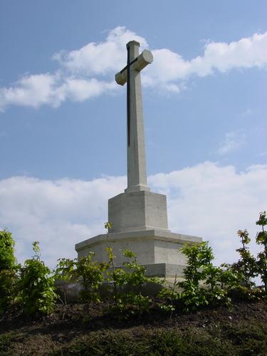 Nieuwkerke: Westhof Farm Cemetery: Cross of Sacrifice