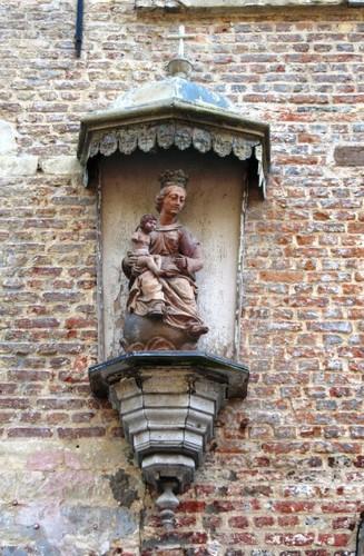 Antwerpen Lijnwaadmarkt 8 Madonna