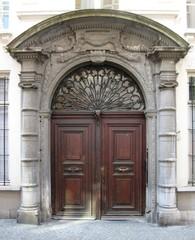 Antwerpen Oude Beurs 27 poort (https://id.erfgoed.net/afbeeldingen/269056)